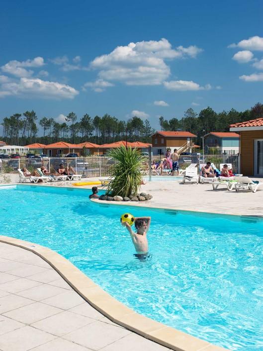 Les espaces aquatiques au grands lacs resort for Piscine biscarrosse